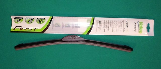Щетка стеклоочистителя бескаркасная First Pyramid Hook VFAM65 650 мм 575799