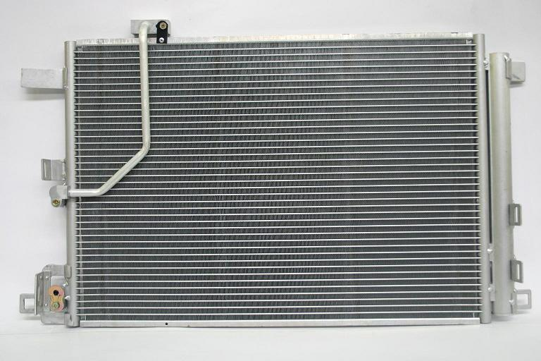 1040035L Радиатор кондиционера MERCEDES W204