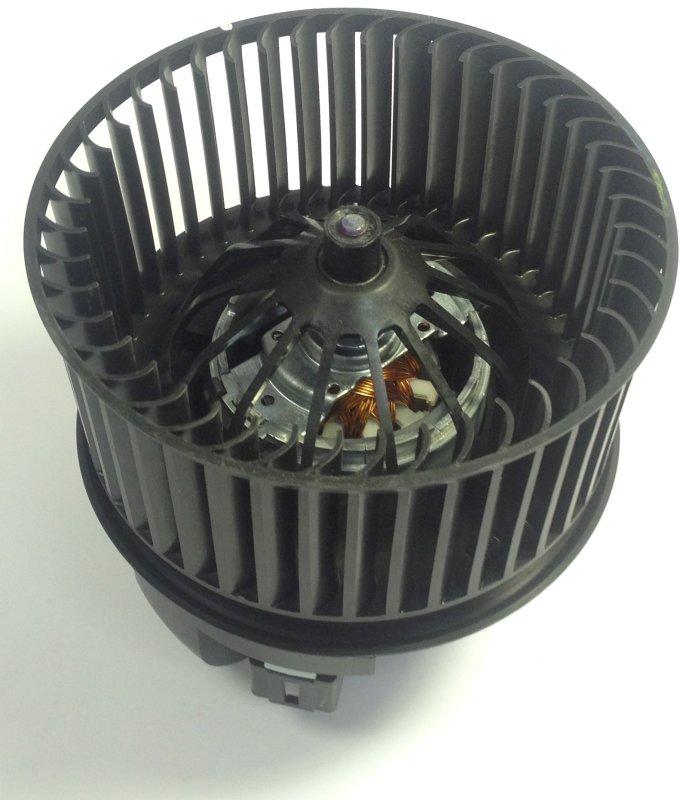 1696010 Мотор отопителя салона с крыльчаткой / FORD C-Max,Focus-III 11~