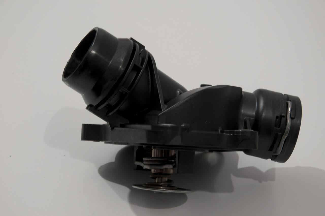 11517805811 Теpмостат с соединительным патpубком