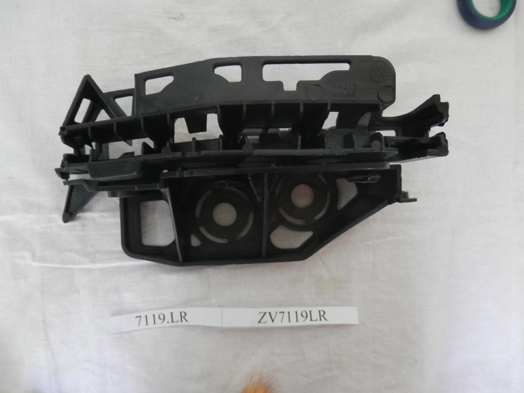 ZV7119LR Кронштейн крепления переднего бампера левый