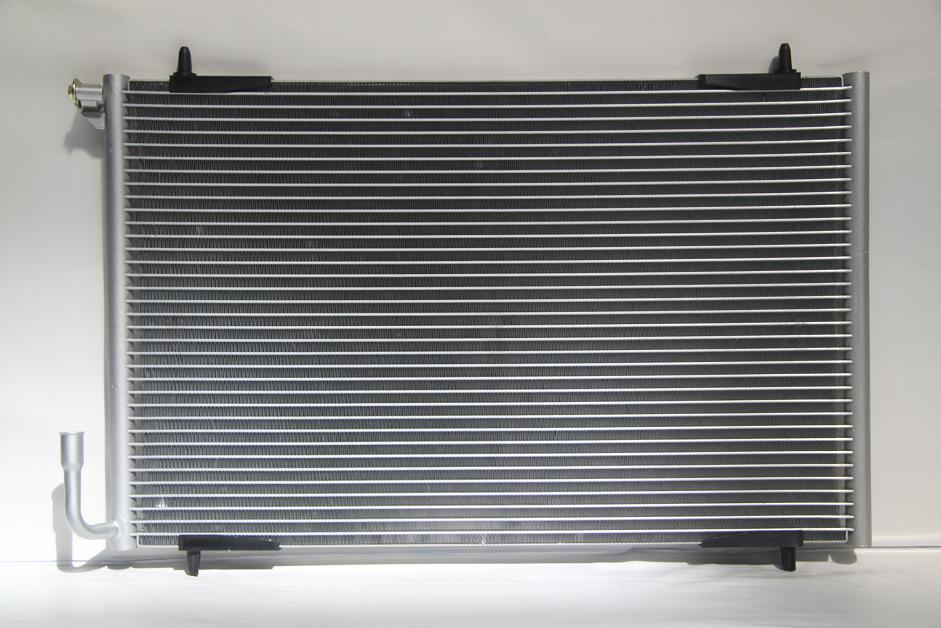 104392l Радиатор  кондиционера