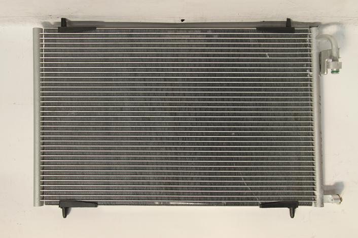 1048550L Радиатор  кондиционера PEUGEOT 206