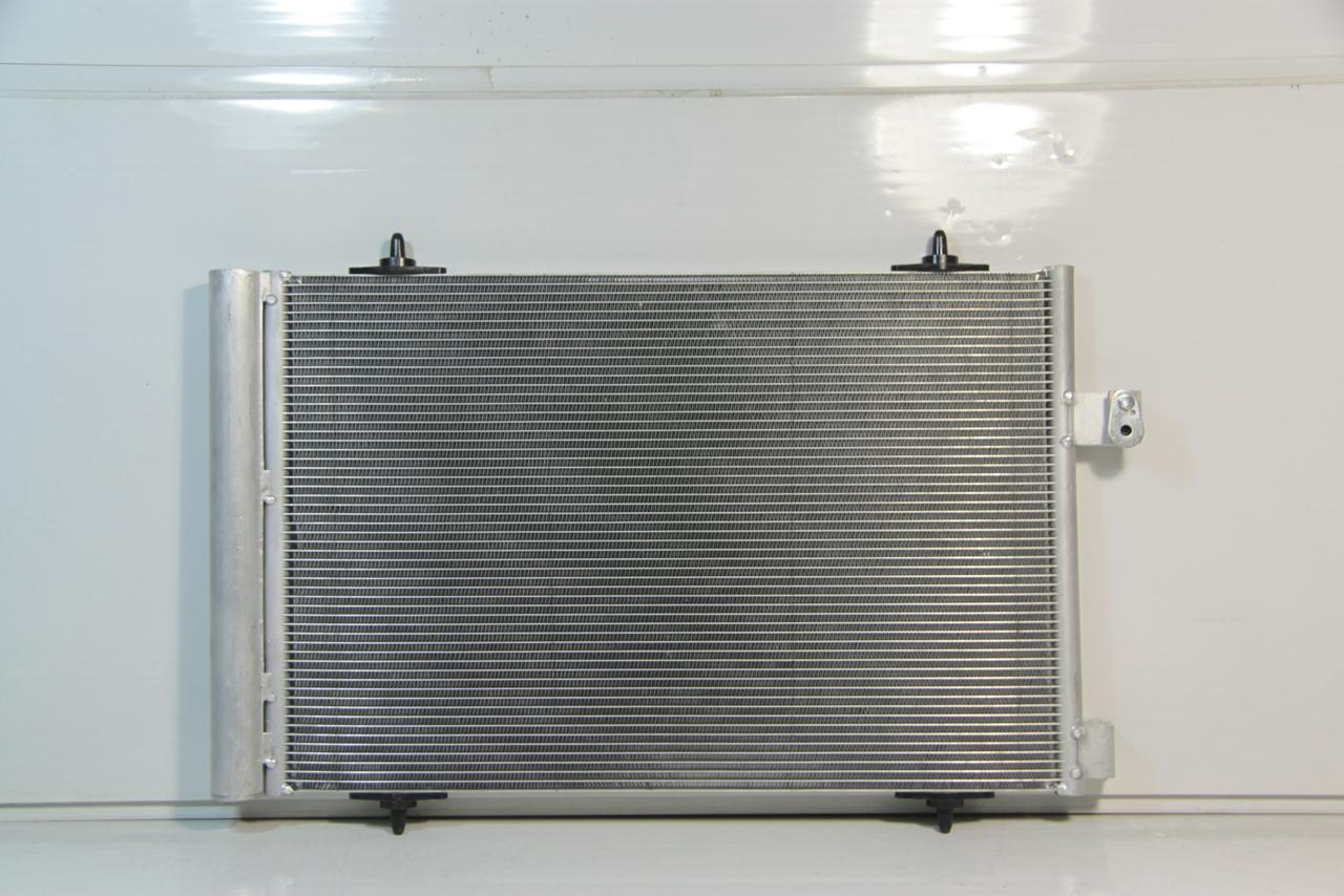 1040239c Радиатор  кондиционера