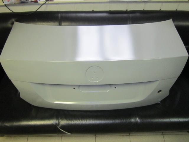 6RU827025C Крышка багажника