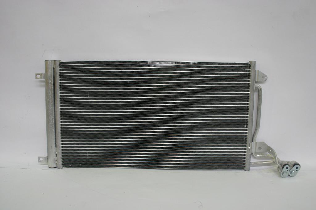1040093ZH Радиатор кондиционера VW POLO 10=